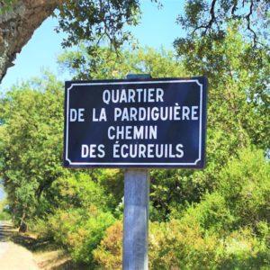 Strassenschild in Frankreich