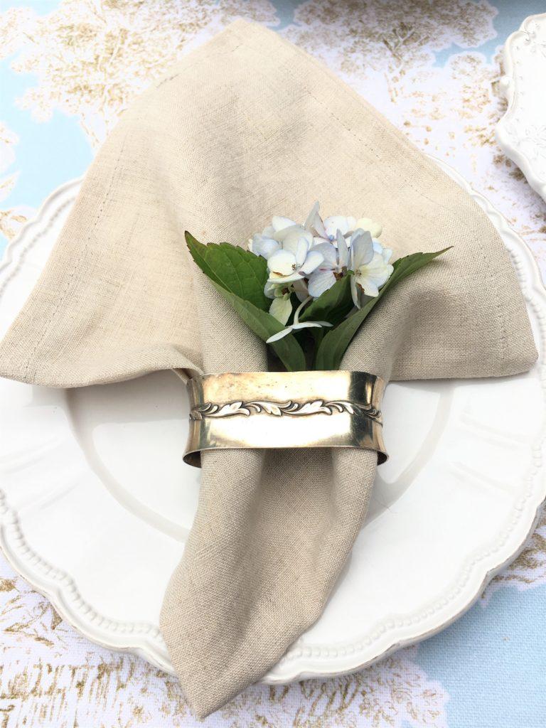 Stoffservietten-Der heimliche Star auf dem Esstisch Leinenserviette Farbe beig, natürlich und vielseitig