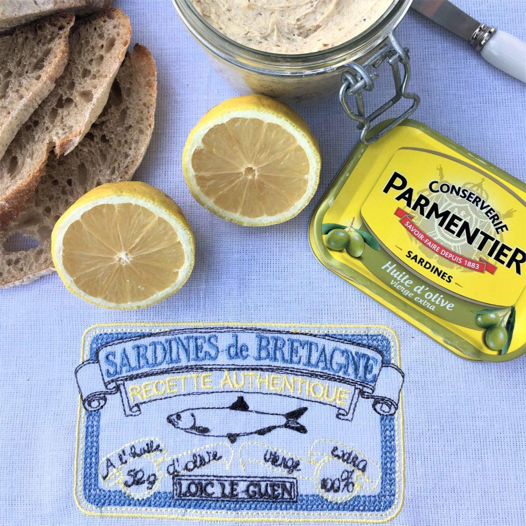 Geschirrtuch Sardinen weiß Stickerei