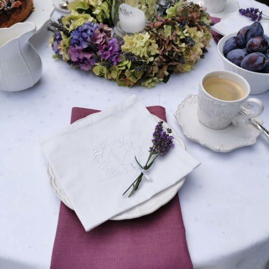 Tischdecke und Servietten Leinen weiß beere