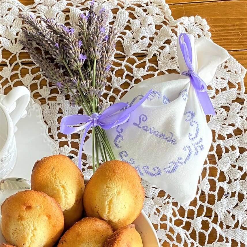 Lavendelsäckchen gesticktes Lavendelmotiv