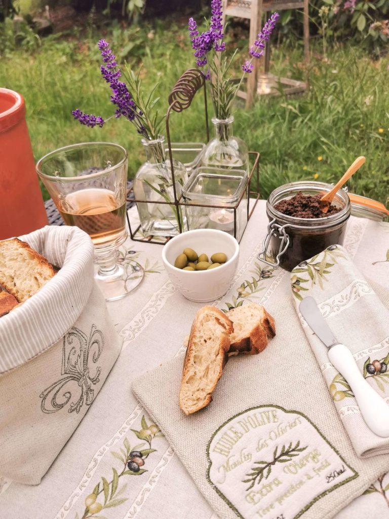 Apero gemütlicher Abend mit Oliven