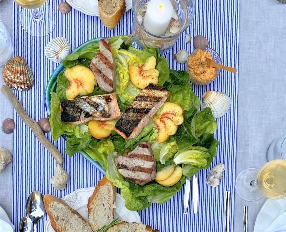 Grüner Salat mit gegrilltem Tisch Maritime Tischdeko